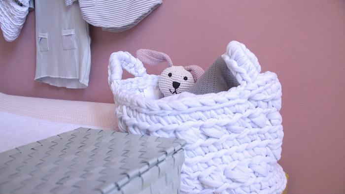 De babykamer verven