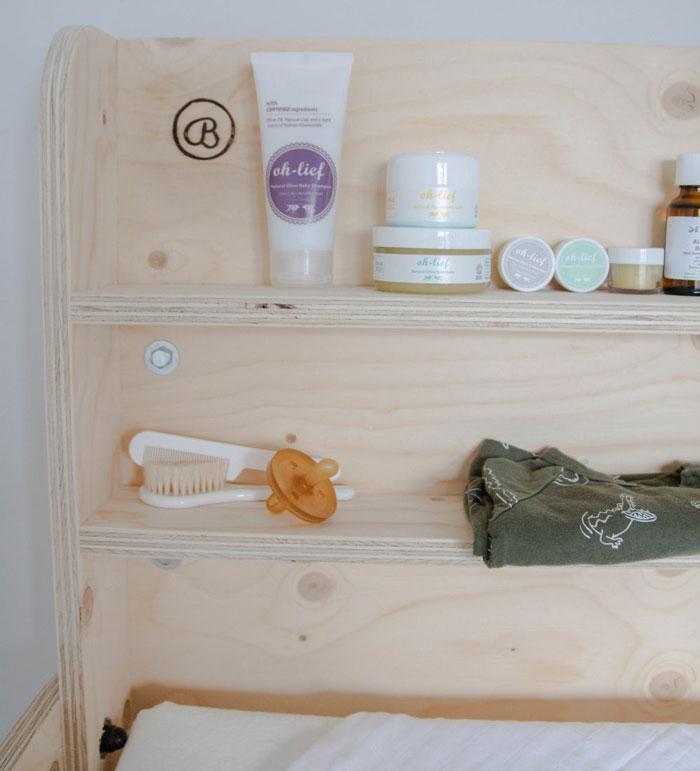 natuurlijke babykamer commode